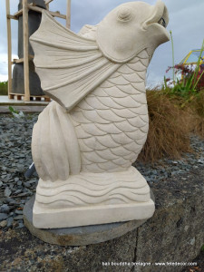 Fontaine poisson sculpté sur pierre Palimanan