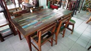 Table et chaises en bois bateau