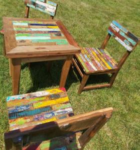 Table et 2 chaises en bois de bateaux