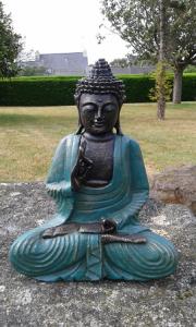 Statuette verte Bouddha enseignement