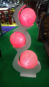 Grand luminaire blanc boules roses