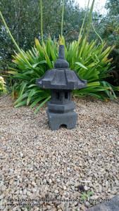 Lampe Asie de jardin pierre lave H50cm