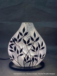 Luminaire blanc feuillage noir
