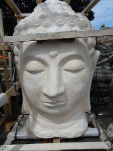 Fontaine eau tête Bouddha blanche