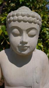 Bouddha statuette pierre blanche