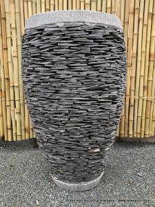 Grand pot rond béton couverture ardoises