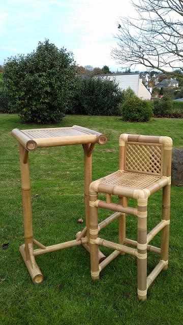 Table et chaises haute en bambou